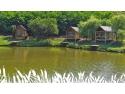 Lacul Sânmărghita, deschis pentru pescuit – cabane moderne, pontoane, lac populat cu pește paine