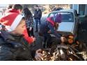 În Valea Jiului, elevii voluntari IMPACT au convins comunitatea să doneze lemne pentru oameni nevoiaşi.