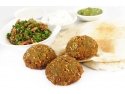 mancare rafinata. Falafel, preparat libanez vegetarian, pe bază de năut
