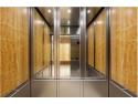 publicitate in lift. Concluziile producatorilor: Cum influenteaza oglinzile montate in lifturi perceptia asupra timpului de calatorie
