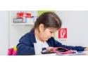 Docentisimo propune cursuri de engleza, online, pentru copii haine cu design contemporan