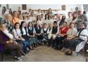 Costum popular. Grup de studenti participanti la atelierele itinerante pentru descoperirea costumului popular din judetul Alba