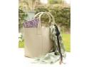 Accesoriu din piele Handbag Hero - cu ajutorul lui nu o sa mai pierdeti niciodata cheile si le vei gasi extrem de usor in geanta.