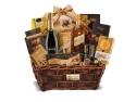 cadou. Whiskey, praline, macarons, ciocolata si cosurile de cadou corporate