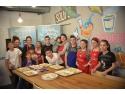 prajituri. Dr. Oetker prăjitureşte şi decorează alături de adolescenții din SOS Satele Copiilor România