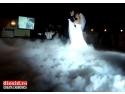 concursuri nunti. Efect de fum greu la valsul mirilor