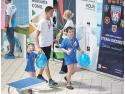 """Campionii mici și mari ai Clubului Sportiv al Armatei Steaua București au intrat """"la apă"""" pentru a susține copiii cu autism din Asociația CONI promenada"""