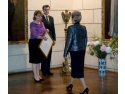 Altetele Lor Regale Principesa Moștenitoare Margareta a României și Principele Radu al României, înmânând în 8 februarie 2010 Doamnei Bibiana Stanciulov, Proprietarul companiei SONIMPEX SERV COM, primul titlu de Furnizor al Casei Regale a României