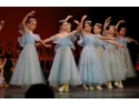 Magda Rovinescu impreuna cu copii de la Opera Nationala Bucuresti au adus cadouri de Paşti la Azil Privat