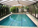 Patru mari avantaje ale cazarii la un hotel cu piscina interioara cofetar