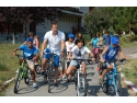 donatie. Peste 2000 de km parcursi pe bicicleta de un neamt s-au transformat in 7.000 de euro pentru copiii din Romania