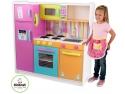 Bucatarii copii Kidkraft produse premiate international pentru siguranta lor acum si in Romania.
