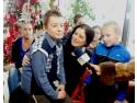 Pacienti. Elevii unei școli din București au dăruit cadouri și îmbrățișări micilor pacienți de la HOSPICE