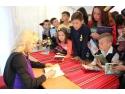 """donatie. Asociația Curtea Veche și Loredana  oferă """"Cărţile copilăriei"""" elevilor din comuna Ciocârlia"""