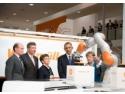 proces penal. Cancelarul Angela Merkel si presedintele SUA Barack Obama au vizitat standul Weidmüller la Hanovra