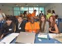 pungi personalizate plastic. Elevii au lucrat impreuna cu consultanti voluntari pentru realizarea planurilor de afaceri.
