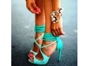 Ai lumea la picioare daca alegi sandalele cu toc de pe site-ul Zibra!