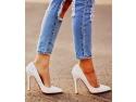 acoperitori pantofi. Da-i unei femei pantofii potriviti…