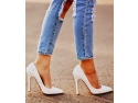 reduceri pantofi. Da-i unei femei pantofii potriviti…