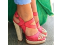 pui de curca de o zi. Noile modele de sandale pe care le gasiti pe Zibra.ro!