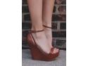 Sandalele cu platforma excelente pentru tinutele de vara