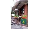 pastel urban. rastele pentru parcarea bicicletelor la sediile firmelor