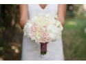 aranjament. Flowers of Joy aduce clipe de emoție nunții tale printr-un design floral complet unic