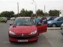 flori pentru ziua onomastica. Camay i-a adus unei bucurestence un Peugeot 206 de ziua onomastica