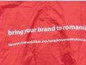 New Brunswick. Pelerina lui Goerge poarta mesajul campaniei Bring your Brand to Romania www.newelite.ro/weloveromania/