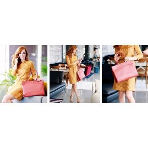 shopping online. Florentina Fantanaru pentru The Dresser