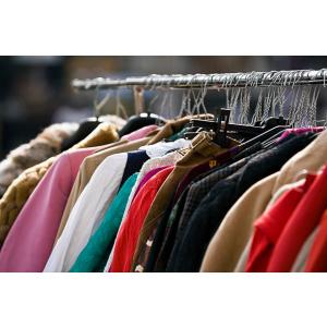 Noi loturi de haine outlet și second hand din Anglia, importate pentru magazinele din România