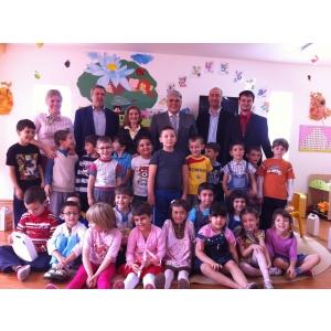 creion. Deputatul Dan-Radu Zatreanu, le-a adresat indemnuri la invatatura copiilor de gradinita care din toamna viitoare vor intra in bancile scolii.