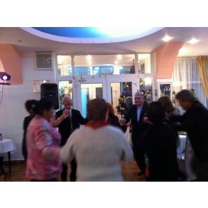 Dan Zatreanu. Dan-Radu Zatreanu a animat petrecerea de sfarsit de an la care au fost invitati colaboratorii sai apropiati