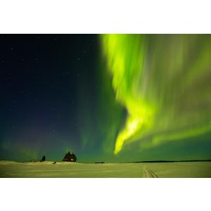 Cap aurora. Aurora Boreala in Karelia, nordul Rusiei