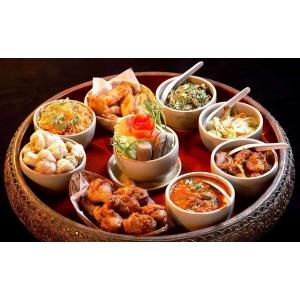 O cină tradiţională thailandeza - un moment special în care deguşti preparate thai.