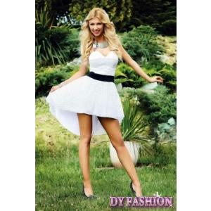 Indrazneste sa fii admirata in rochiile DyFashion!
