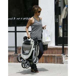 Baby Jogger, carucioarele vedetelor se lanseaza la Baby Boom