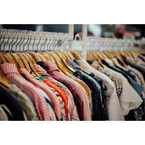 Cine cumpără haine second-hand se alege cu o investiție pe termen lung