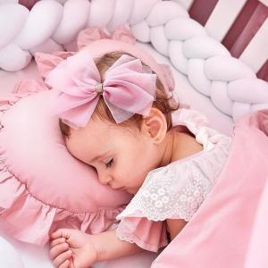 Cum să alegi îmbrăcămintea potrivită pentru nou-născuți?