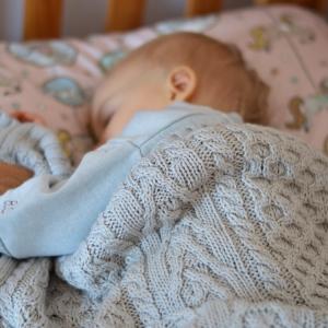 Lâna merino – de ce aleg mămicile acest material pentru a-și proteja copiii în sezonul rece?