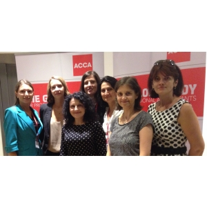 globaltraining. Dna. Adela Sova, ACCA - Head of Globaltraining Romania si lector ACCA, alaturi de echipa sa ACCA Globaltraining, impreuna cu Dna. Andreia Stanciu, Head of ACCA South Eastern Europe si echipa sa ACCA South Eastern Europe din Romania.