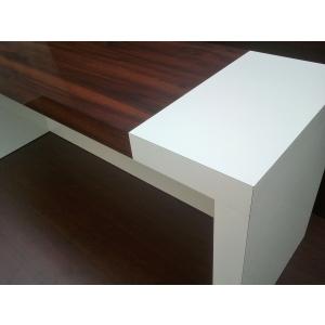 mobilier de birou. Detaliu birou placat cu HPL
