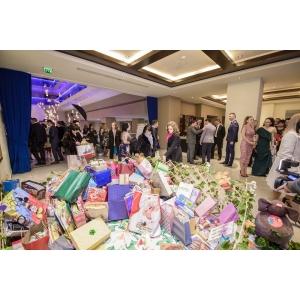 """Catena susține """"Salvați Copiii"""" și bucură cu jucării sute de copii mai puțin norocoși"""
