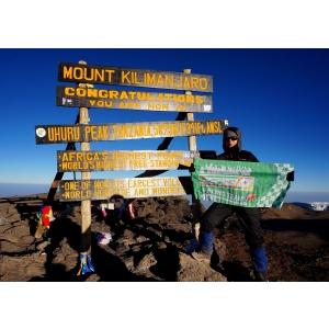 O farmacistă de la CATENA a cucerit muntele Kilimanjaro