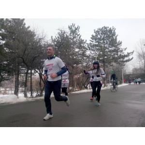 semimaraton gerar. Delta Studio și Vladimir Drăghia sprijină Pădurea Copiilor cu 1000 puieți la Semimaratonul Gerar