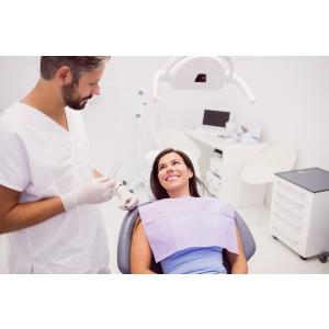 Sa apelezi sau nu la implanturi dentare? Iata care este parerea sincera a specialistilor