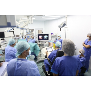 Sanador. Premieră națională la Sanador:  utilizarea robotului Avicenna în realizarea celei mai putin invazive operații de litiază renală