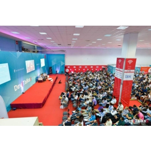 40 de speakeri din SUA, Germania, Olanda, Anglia și România vin la DevTalks București