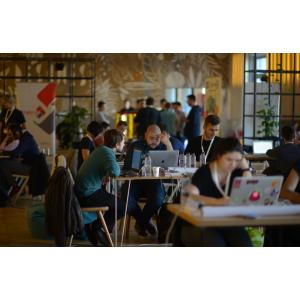 Peste 200 developeri vor fi prezenti la DevHacks, cel mai mare hackathon cu impact asupra societatii