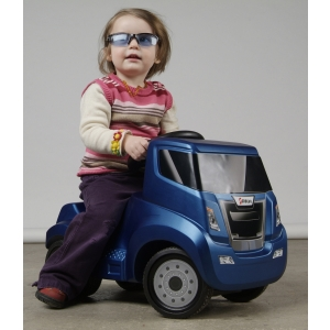 Sute de modele da masinute copii va asteapta in magazinul specializat http://www.masinute-copii.ro/